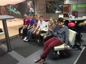 Die Bowler mit der Jugendwartin Britt Meyer-Sandberg (v.l. Finja, Noah, Leon, Elias, Mieke und Finn)